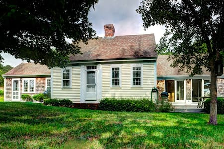 Charming Farmhouse, a bike ride from the beach - Truro - House