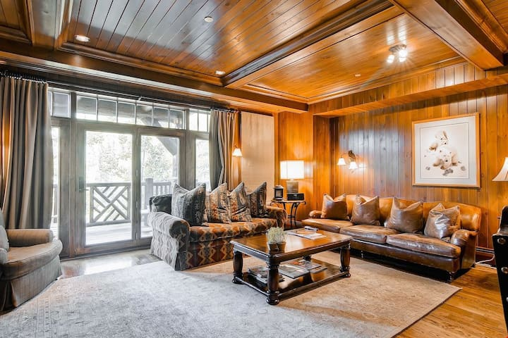 Equipped Ski-In Condo Just Steps from Bachelor Gulch Express Lift | Hot Tub Access!