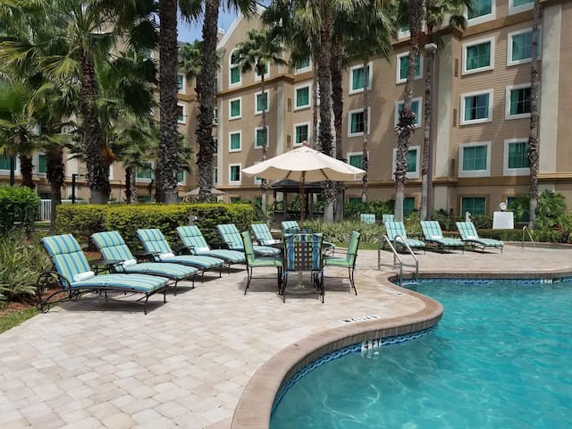 FREE Shuttle to Disney Theme Parks + No Resort Fee | Spacious Suite in Orlando