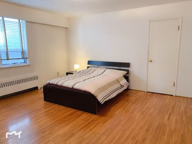 Enjoy central Vancouver spacious apartment
