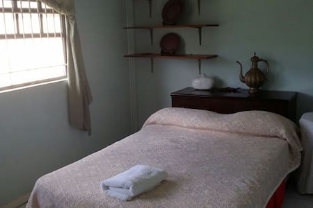 Comfy double bed pad, shared bathrm - Rodney Bay - Casa
