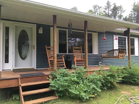Comfortable 4season Adirondack Home on Berry Hill