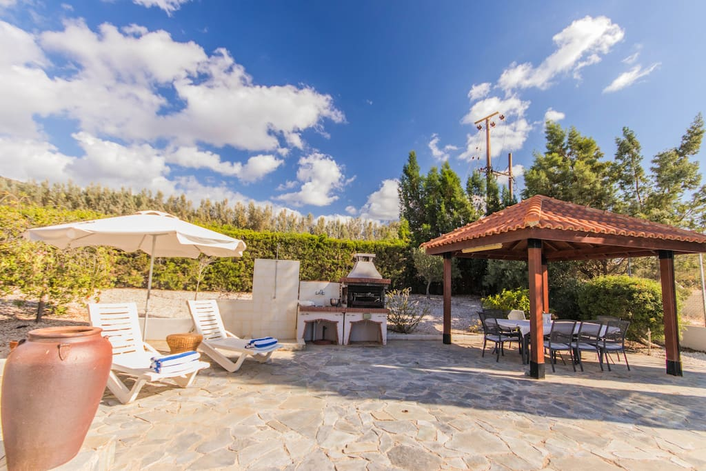 Outside area - BBQ, outside shower and pergola with table and 8 chairs