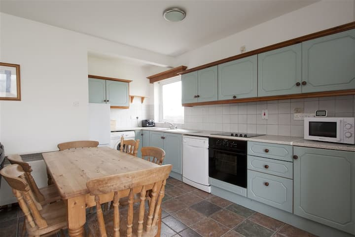 4 Bedroom detached house near harbour and beach.