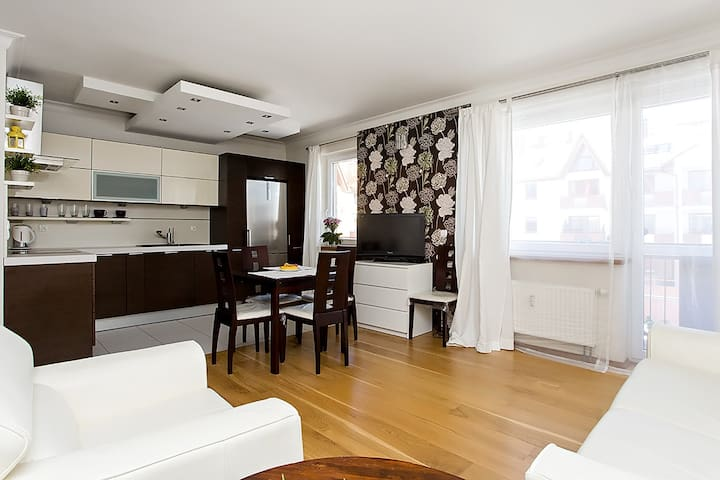 A luxury apartment in a safe neighbourhood. - Breslávia - Apartamento