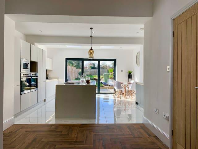 Stunning Luxury Brand New Openplan House Newcastle