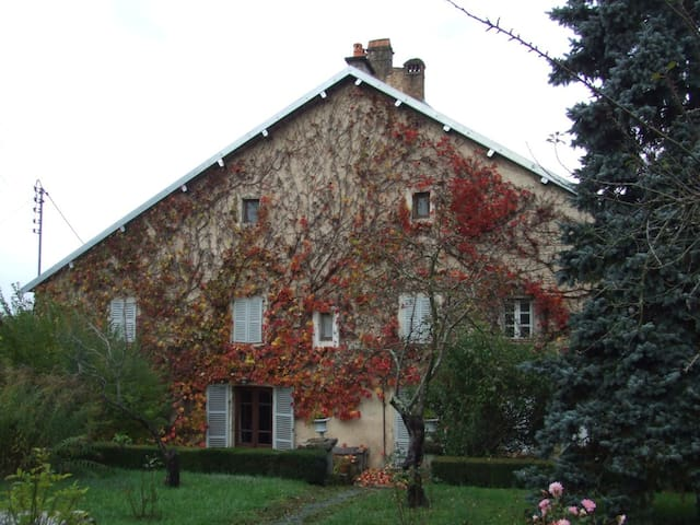 Appartement dans maison de campagne - moncey - Bed & Breakfast