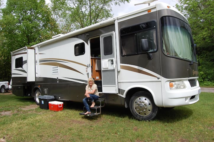 Deluxe Class A motorhome For Rent - Uxbridge