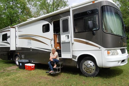 Deluxe Class A motorhome delivered - Uxbridge