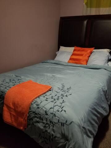 Queen bedroom near WEM