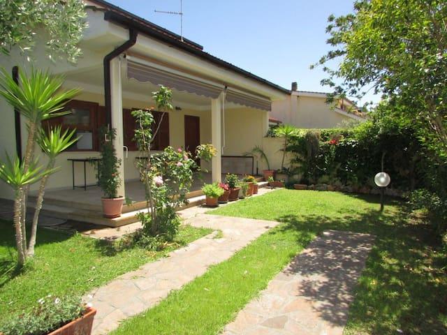 Villa Adele - Lido dei Pini di Ardea - Rumah