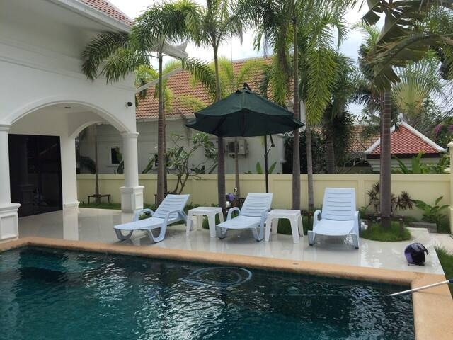 Cosy new house with 3 bedrooms close to the beach - Pattaya - House