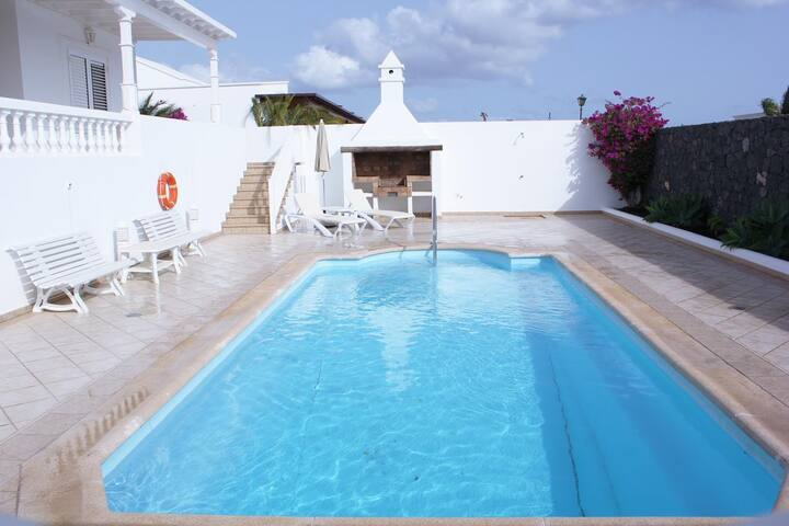 "Holiday Home ""Villa Mar Azul"" with Mountain View, Pool, Terrace, Air Conditioning & WiFi"