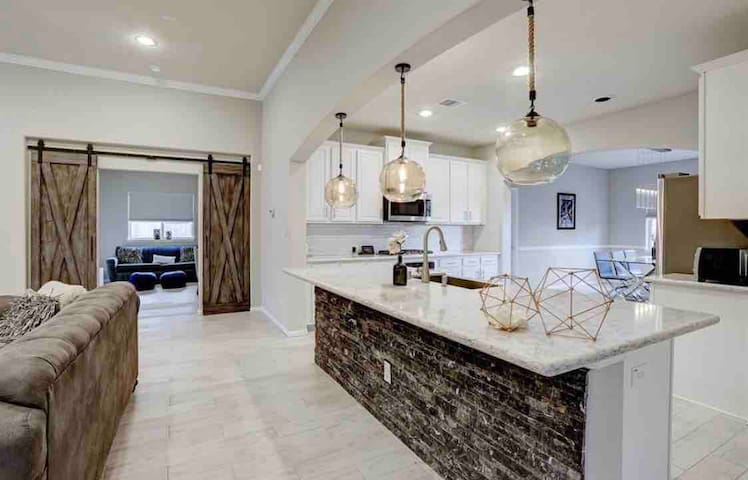 ❤️❤️Modern NEW CONSTRUCTION home with many upgrades❤️