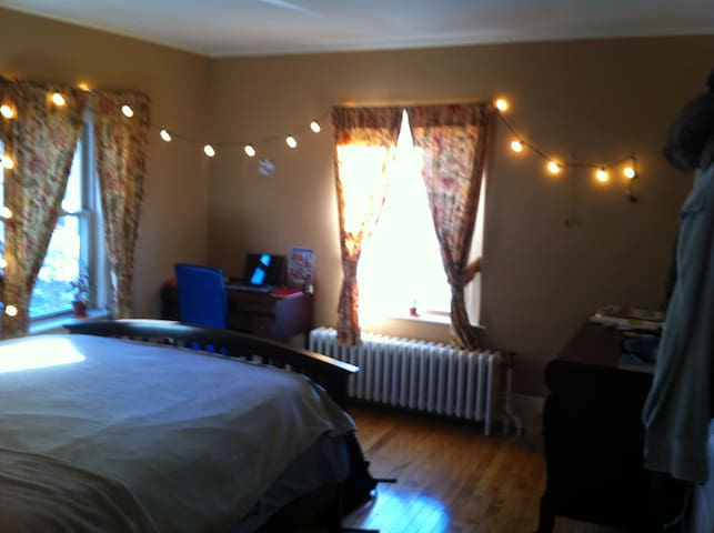 Cozy room on Athol St