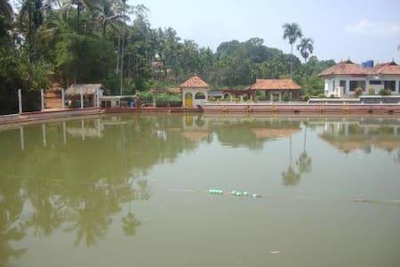 Kuruva Island Bamboo Forest Resort - Nadavayal - Vila