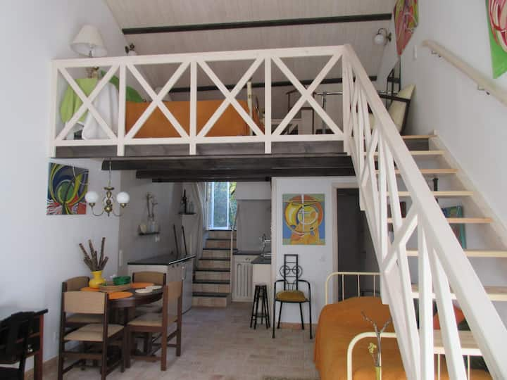 ORANGE Charm Special Cozy CENTER Town ENTIRE House