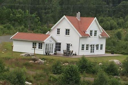 Feriehus på Åpta, Farsund. Nydelig sjøutsikt!