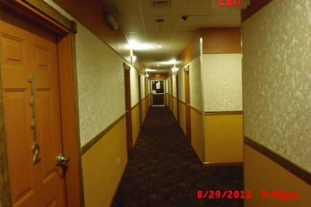 Central air private room & bath in a 2 BR unit - Morgantown - Apartment