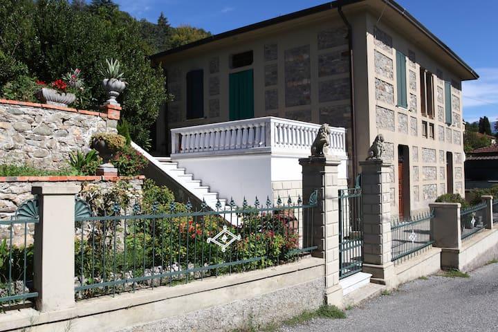 """Appartamento """"open space"""" - Monti di Licciana - Villa"""