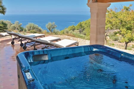 Holiday cottage with 3 bedrooms on 70m² in Estellencs