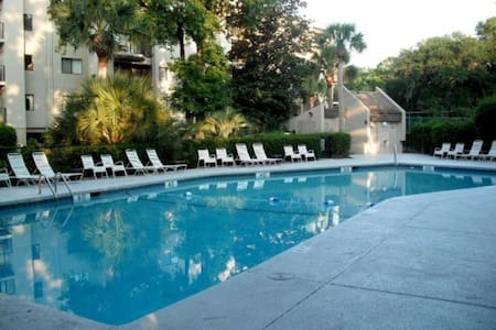 Updated 3 Bedroom Villa, Private Balcony, Lagoon Views, Steps to the Beach - Hilton Head Island - Villa
