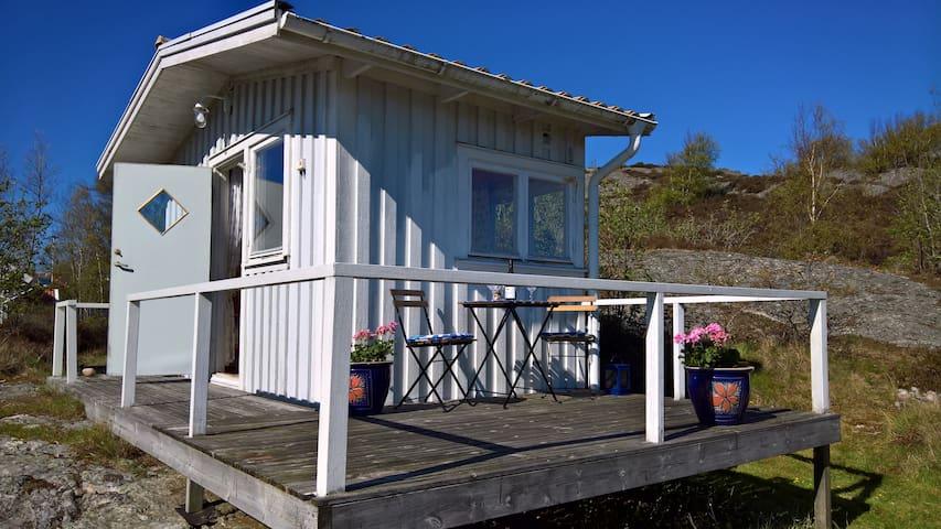 Strandnära stuga i Kyrkesund på västra Tjörn