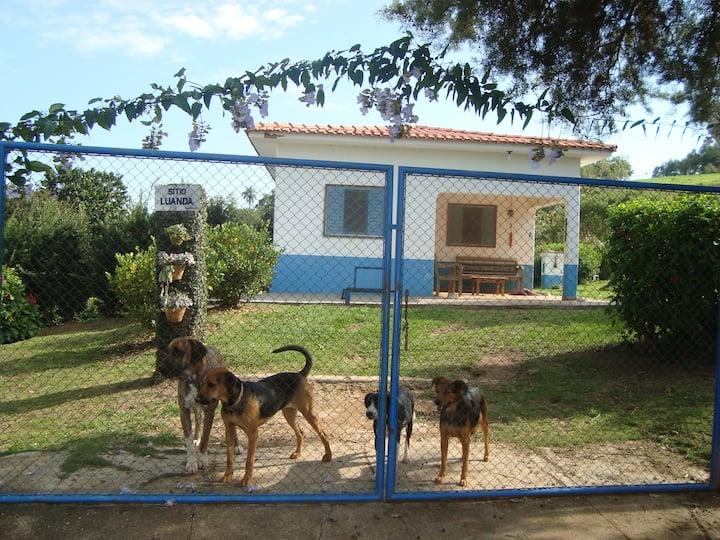 Casa inteira em sítio aconchegante perto de Furnas