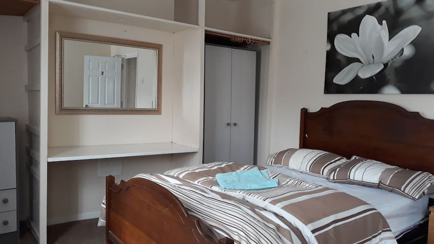 Double Room to Rent (BD5)