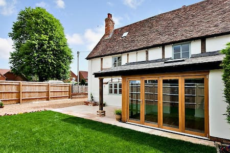 Charming 16 Century beamed cottage - Watlington