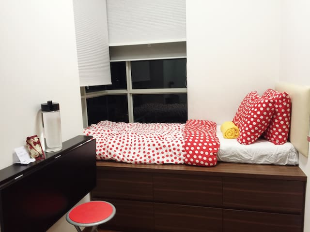 Clean 1bed,MRT,wifi,pool,gym for TRAVEL/WORK - Singapur - Apartament