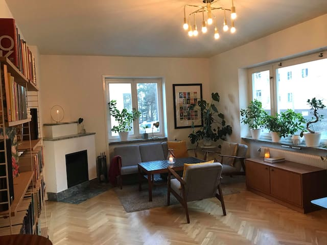 4 lovely rooms and balcony, 10 min to city center