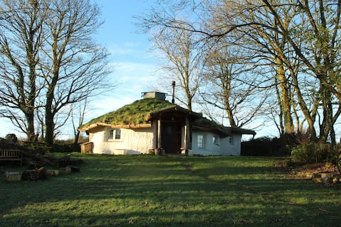 Toddalong Roundhouse: A Cornish Strawbail Retreat