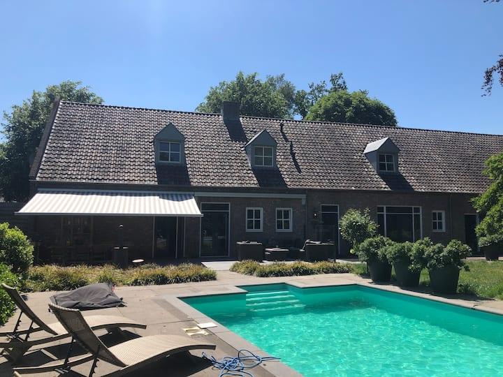 Villa met zwembad in Eindhoven Nuenen Son
