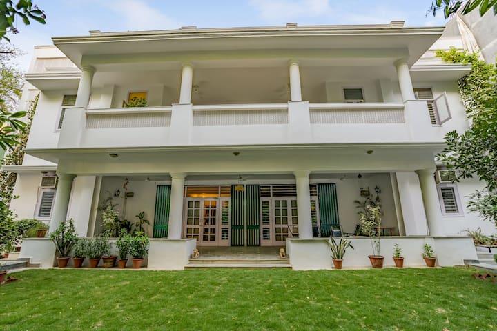 Chic 5-bedroom home, near Qutab Minar/73084