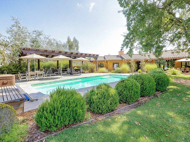 2-Acre Sonoma Hideaway with Hot Tub & Heated Pool