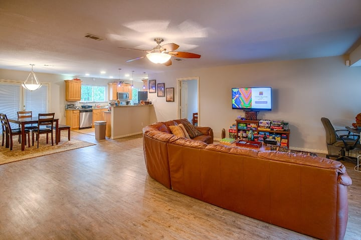 Cozy crash pad near the DFW Airport & fast wifi #9
