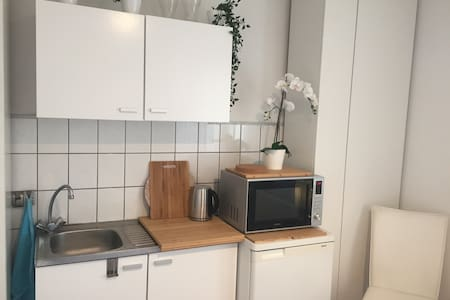 Private Room with kitchenette and FREE parking