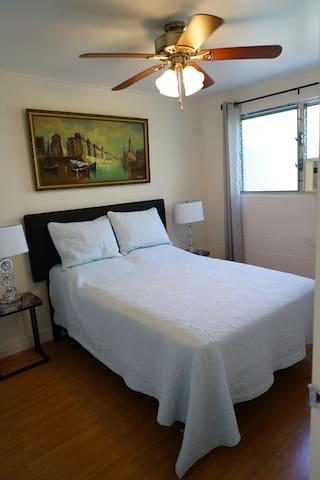 Two Bedroom Apt in Diamond Head Area - unit 2