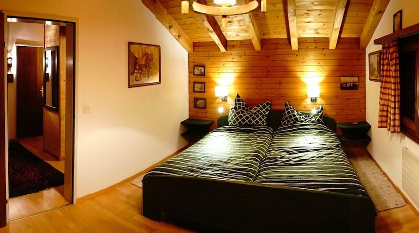 Schlafzimmer Talseite