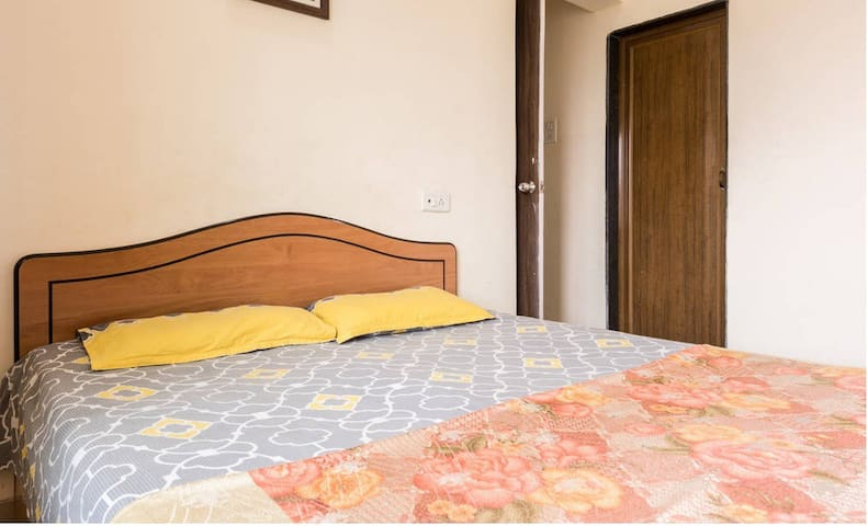 Thane-Mumbai Cozy Private Room w/Attached Bathroom - Thane - Apartamento