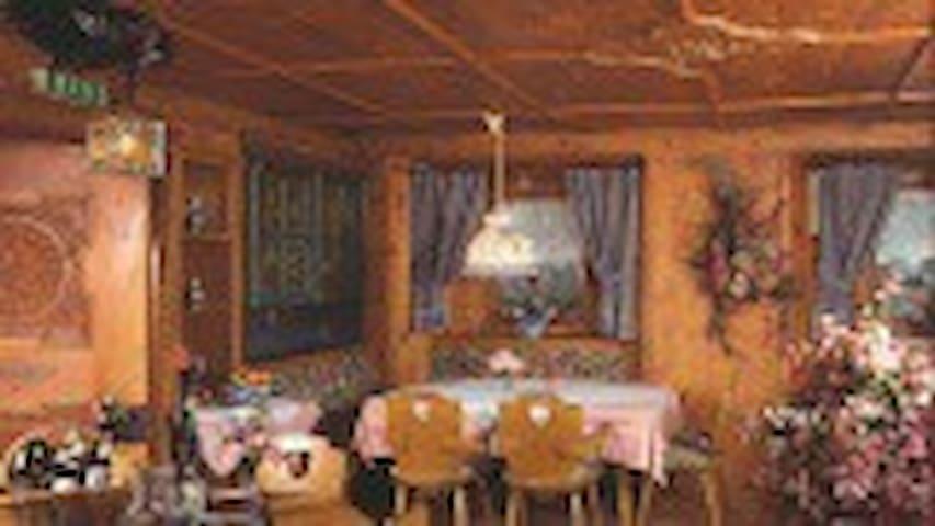 Hotel Basur am Arlberg - Gemeinde Flirsch - Bed & Breakfast
