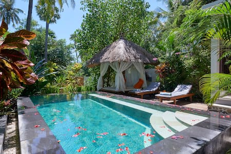 Honeymoon Escape / Beachfront Villa - Tembok - Villa