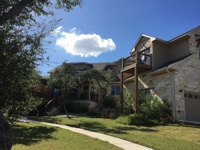 Scenic Hill Country Get-away - Wimberley - House