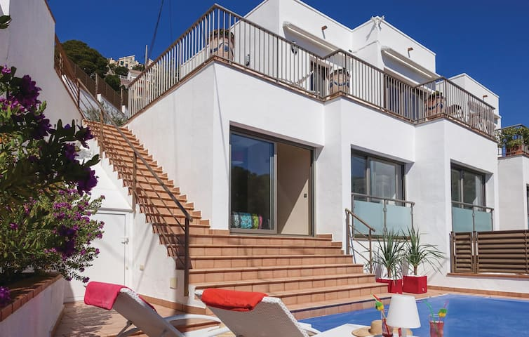 Terraced house with 3 bedrooms on 130m² in Roses