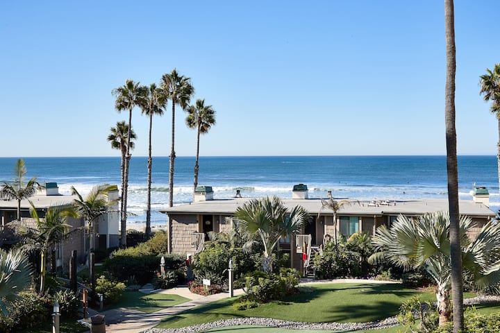 Amazing Whitewater Ocean Views from Beautiful NCV Condo!