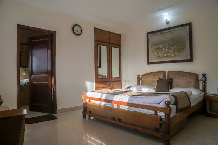 Deluxe Serviced Room in Mussoorie with Sunset view