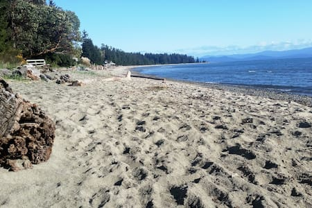 2 bedroom condo on Rathtrevor Beach - 帕克斯维尔(Parksville) - 公寓