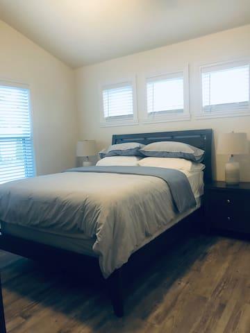 Bedroom 3 - queen, main level