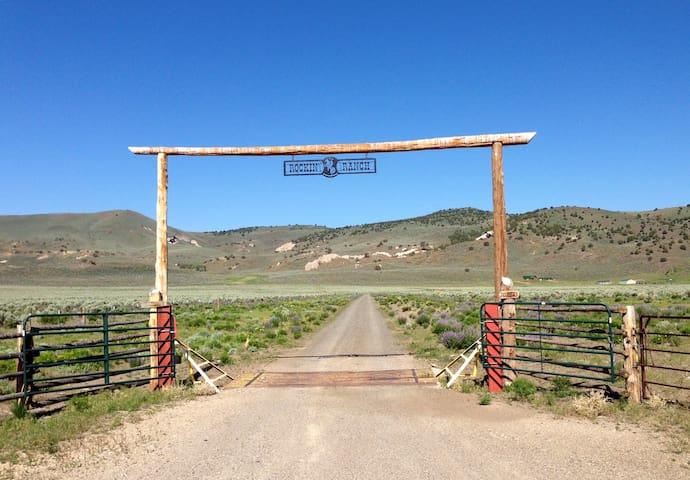 Rockin' TD Ranch Upscale Bunkhouse
